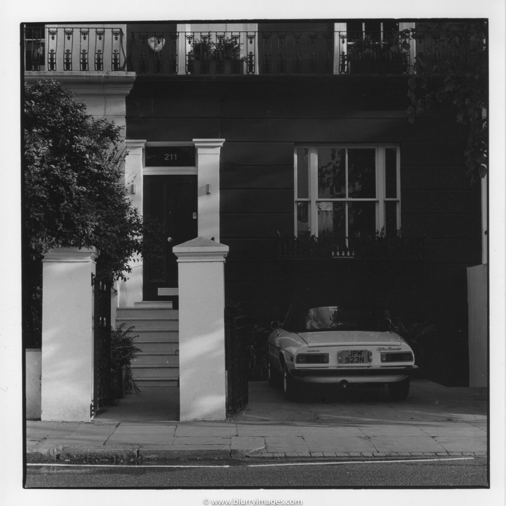 house front in notting hill, Notting Hill Gate, parked car in london