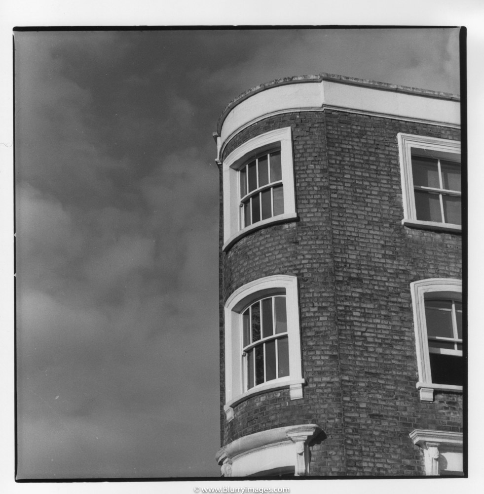 high buildin in london, nottingh hill house, sky and clouds